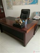 低价转让9成新办公桌椅、会议桌椅等