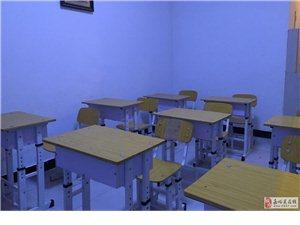 出售二手教室用学生桌椅,价格可商量