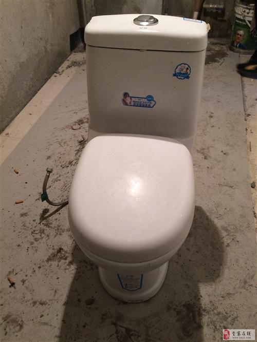出售二手电热水器,马桶,面盆三件