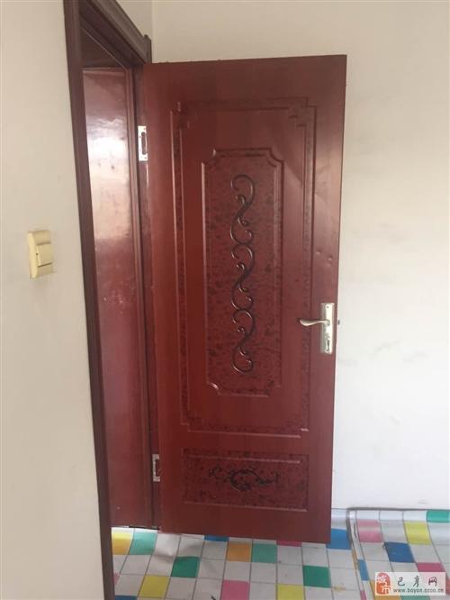 低价出售巴彦县兴隆镇卫通小区3扇95成新钢木门