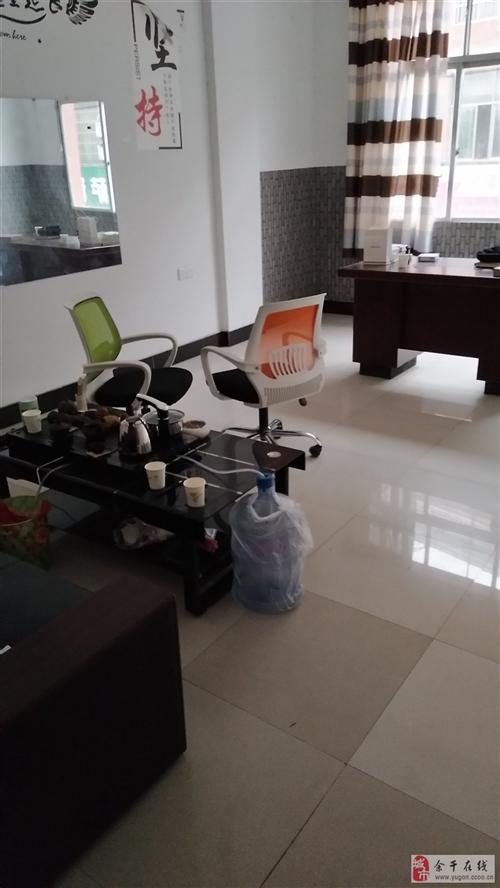 電腦卡座,二手電腦6臺,沙發,座椅,辦公桌。