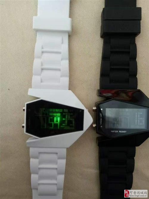 出售電子手表,全新,一共兩個