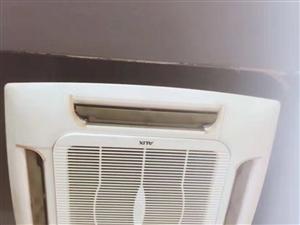 出售5P挂式吸顶空调两台(16年的。奥克斯的)