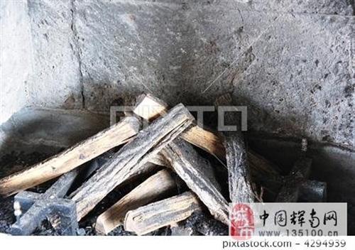 自己家用燒火木頭,大概一車(四輪子)左右,可實地看