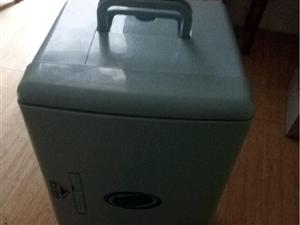 放很久的小冰箱,