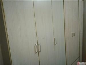 两个乳白色三开门,两个黑色三开门衣柜出售