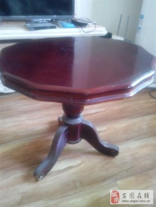 出售家里的家具,沙發、木桌、小圓桌等等。給錢就賣,
