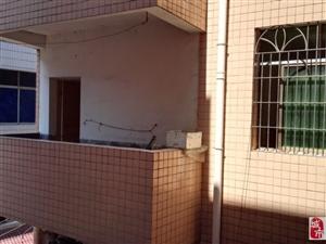 两室一厅带大阳台(三楼)有防盗监视器