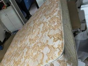 1.8*2.0大床加床头柜一对