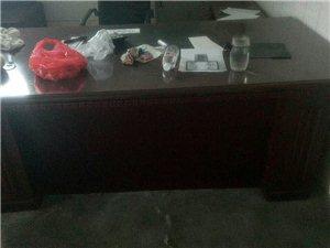 出售95成新老板桌、老板椅