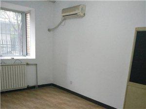 福泽园1楼三室120简装空房2500元/月