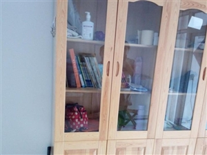 新实木书柜转让