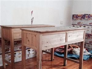 学生课桌和睡觉上下木床铺及黑板转让