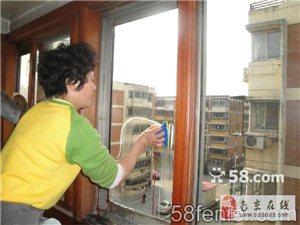 南京雨花臺區鐵心橋周邊保潔公司 室內保潔 擦玻璃門