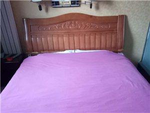 酒店升级装修,低价处理实木床、电脑、空调、电视等!