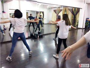 南通爵士学舞蹈培训乐洋魅力舞者钢管舞培班
