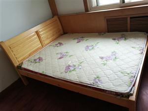 实木双人床400元