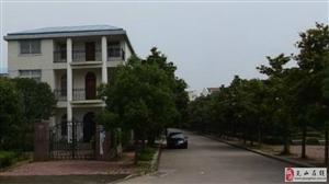 出租东城三层独栋带院子有车位
