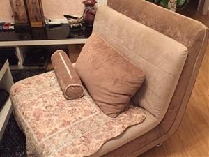卖一套很新的沙发
