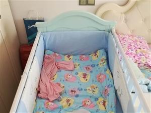600元出售95万新宝宝床带床垫和床上用品