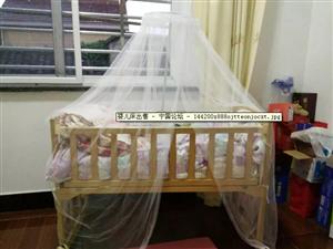 八成新婴儿床出售
