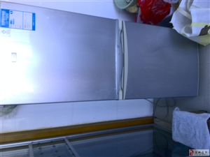 海尔冰箱一台