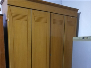因搬家,8成新衣柜便宜处理了,全实木!!!