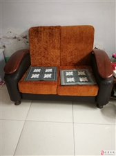 因搬家,八成新沙发处理,看上去很新的!
