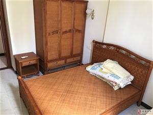 瑞海水城1室1厅1卫1300元/月