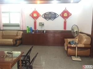 九龙宾馆单门独院4室3厅2卫90万元中心地段