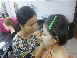 学化妆美甲半永久就来古蔓培训机构包教包会