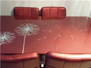 全新餐桌+4把椅子出售