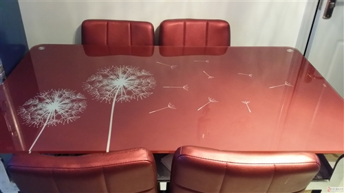 全新餐桌+6把椅子出售