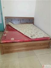3人床,美家美居牌子,9成新,送个餐桌