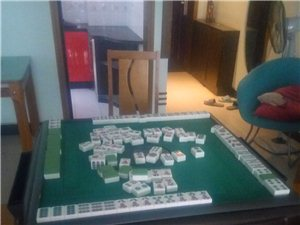 出售6成新麻将桌一张。