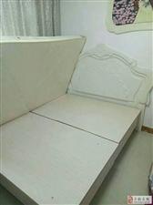 出售双人床+床垫+床头+床头柜