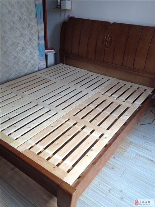 九成新纯实木1.8*2米双人大床加席梦思棕榈床垫低价