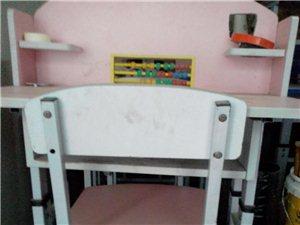 精美小学生桌,九成新,每张100元出售