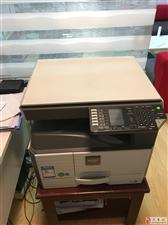 出售9.5成新打印机1台,办公桌2套,沙发一套价格面议