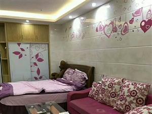 宝龙城市广场1室1厅豪华装修边套月租1500
