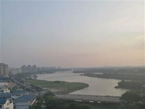 万泉豪庭140平电梯3房毛坯一线河景