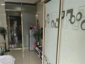 龙公馆1室1厅1卫1500元/月