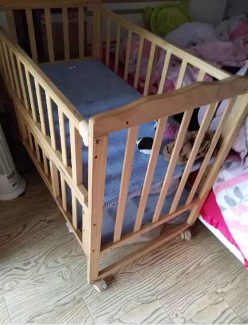 闲置婴儿床出售