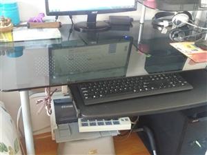 出售九成新电脑桌一张