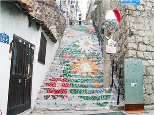 墙绘改变了村庄的落寞,让这里化身国际景点