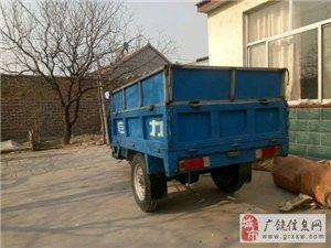 出售农用三轮车,新电瓶,加装的挡板,地址在牛庄,18766757363