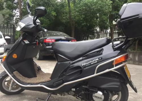 豪爵铃木牌海王星摩托车出售