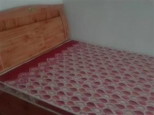 荣兴国际3室2厅110平中装电梯房带家具