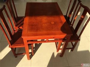 出售自家用的复今风格桌椅,要的可以打电话。