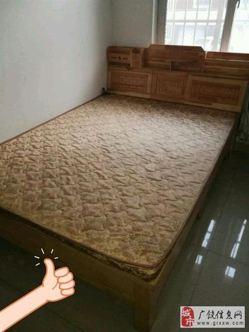 因为搬家,便宜处理,床买了一年了